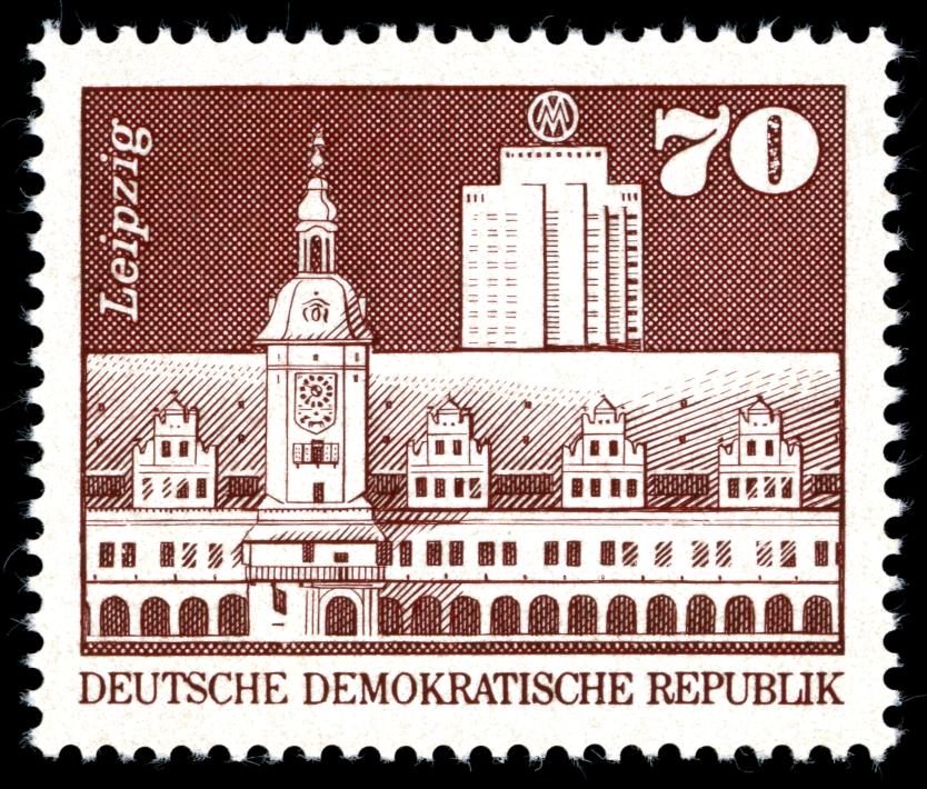 DDR 1973 Altes Rathaus, und Wohnhochhaus in der